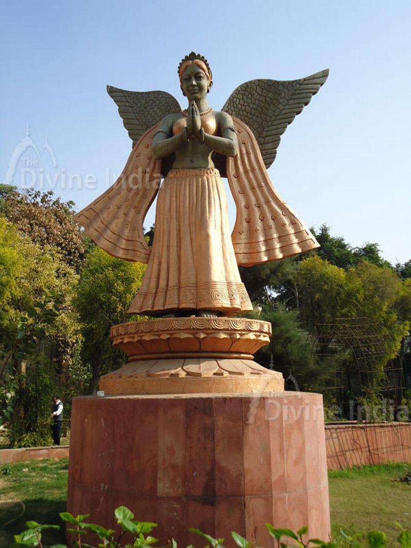 fairy sculpture, Chattarpur Temple