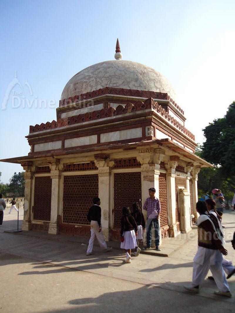 Imam Zaman Tomb, Qutub Minar