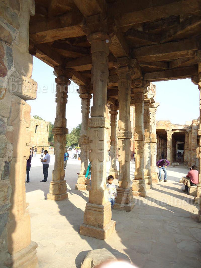 Qutub Minar complex inside view
