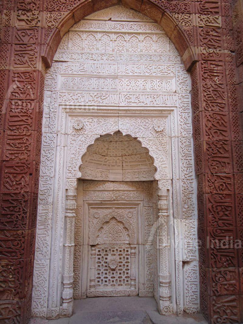 Inscriptions at the Kahljis Tomb,  Qutub Minar
