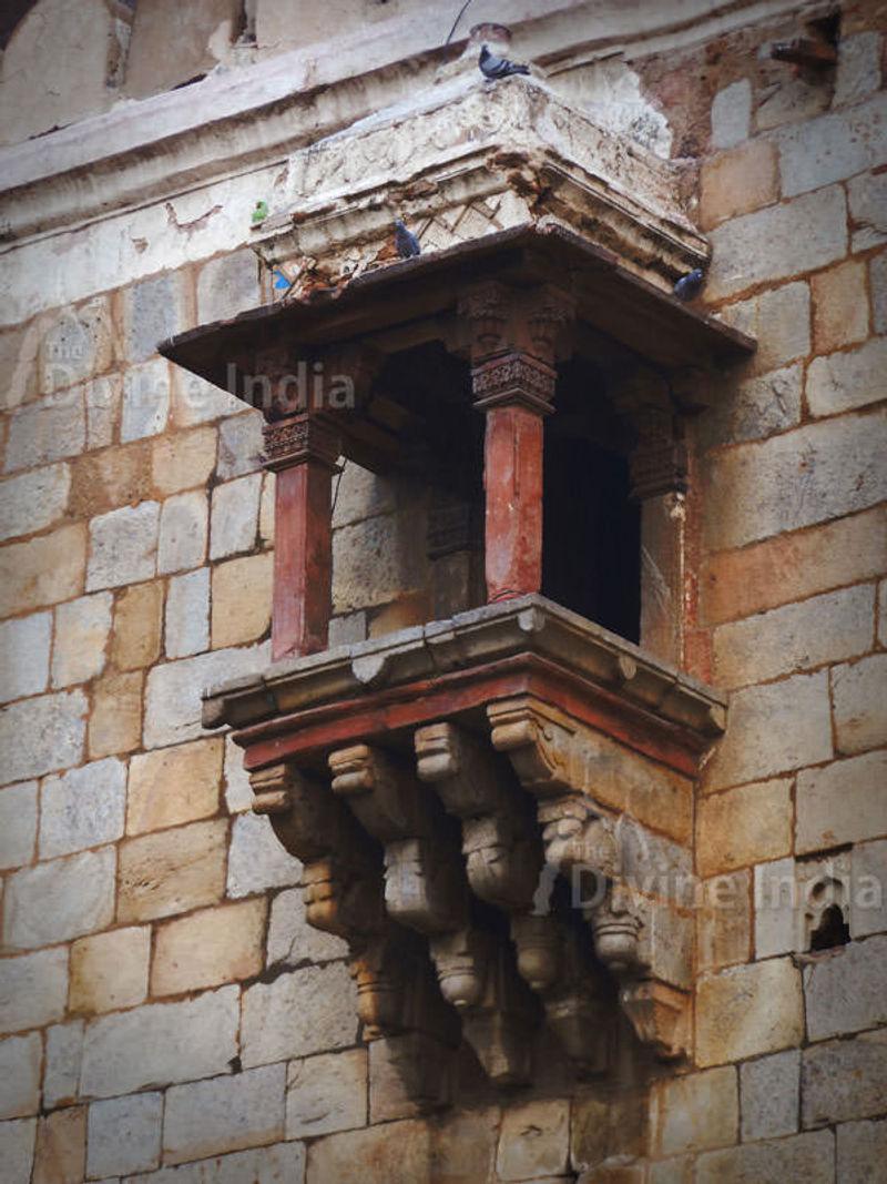 Qila-i-Kuhna back of mosque