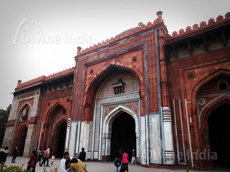 Qila-e-Kuhna Masjid inside Purana Qila, Delhi.