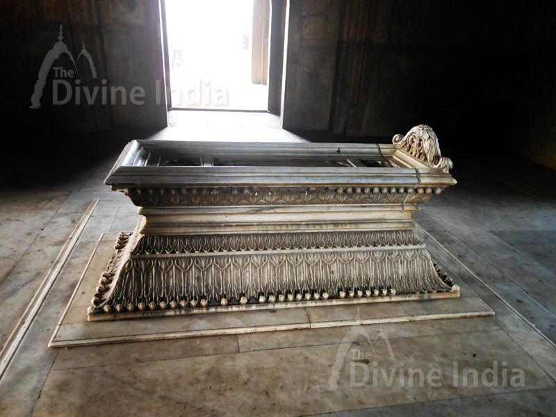 Cenotaph inside Safdarjung Tomb