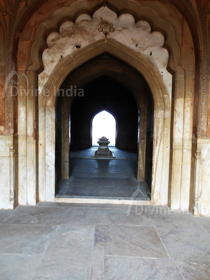 other view Cenotaph inside Safdarjung Tomb