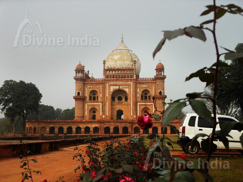other view Safdarjung tomb