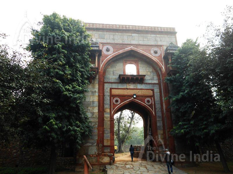Gateway into Arab Sarai, south to the pathway towards Humayun tomb