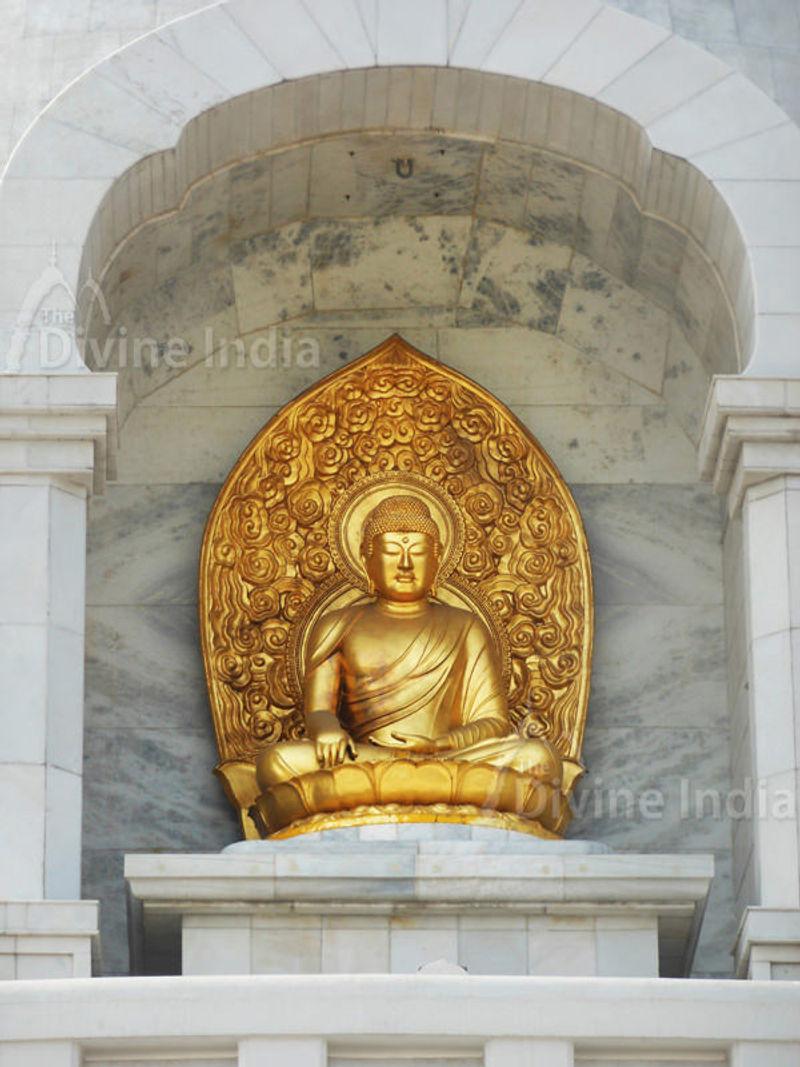 Golden Budha statue at shanti stupa, Indraprastha Park
