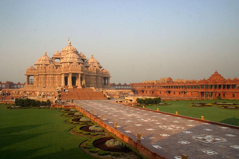 beautiful architecture of the Akshardham Temple