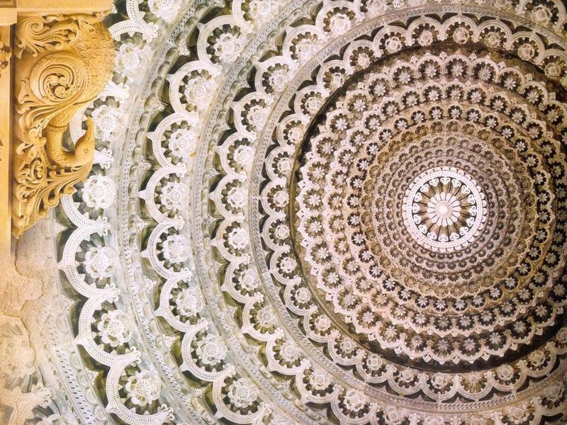 Beautiful ceiling design at Akshardham Temple