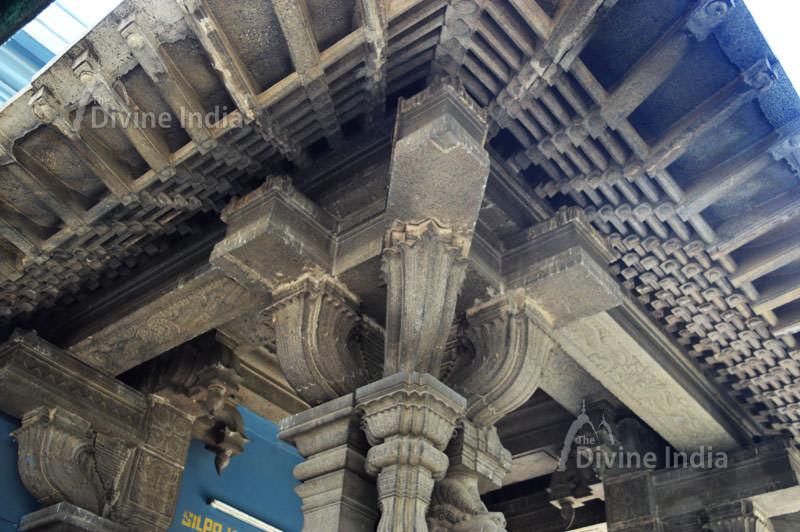 Beautiful Ceiling desing at uttara swamimalai temple