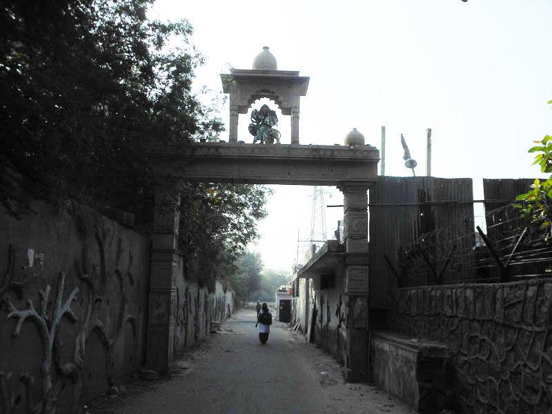 Entrance Gate of Shiv Mandir Gufawala-preet vihar
