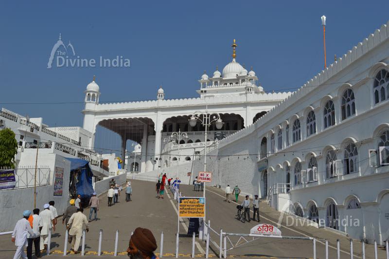 Entry Gate of Anandpur sabhi gurdwara