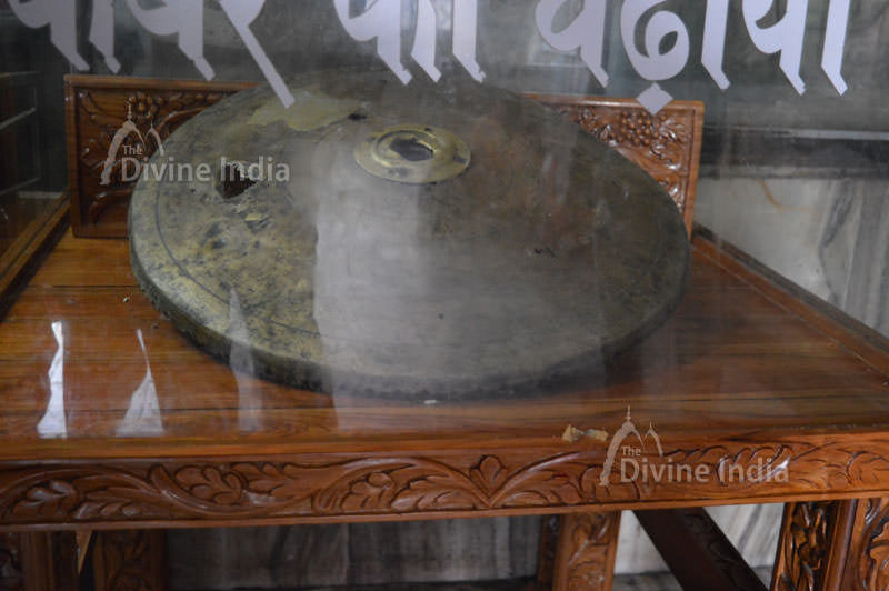 Gold Chatra offered by Akbar to Jwala devi
