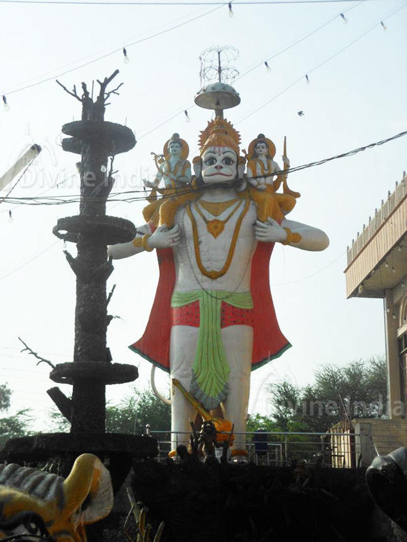Huge Lord Hanuman Idol at Shiv Mandir Gufawala-preet vihar