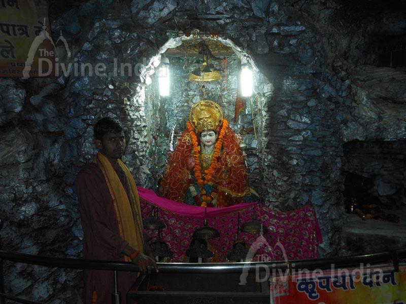 Maa Vaishno Devi idol at Shiv Mandir Gufawala-preet vihar