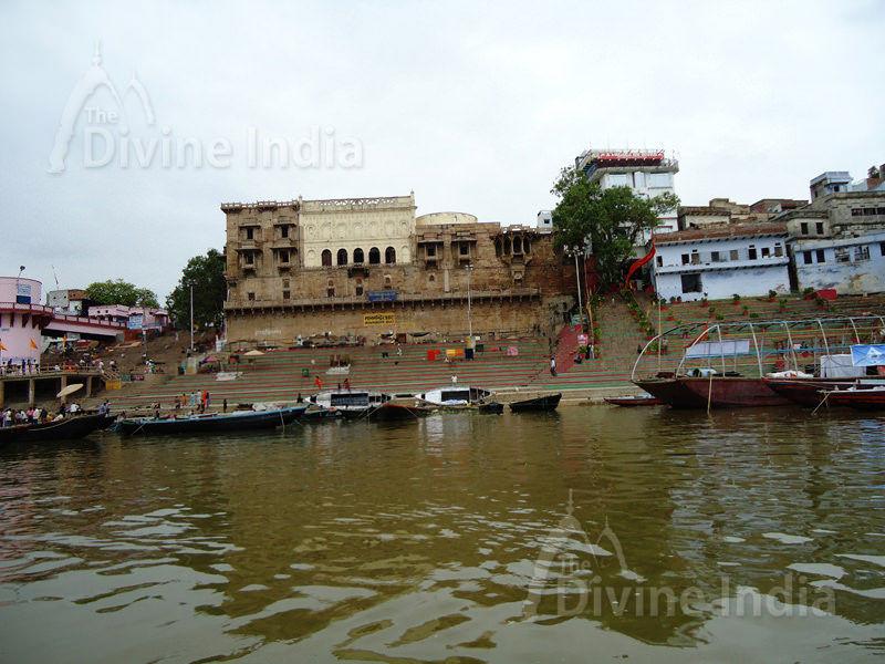 Mana Mandira Ghat - Varanasi