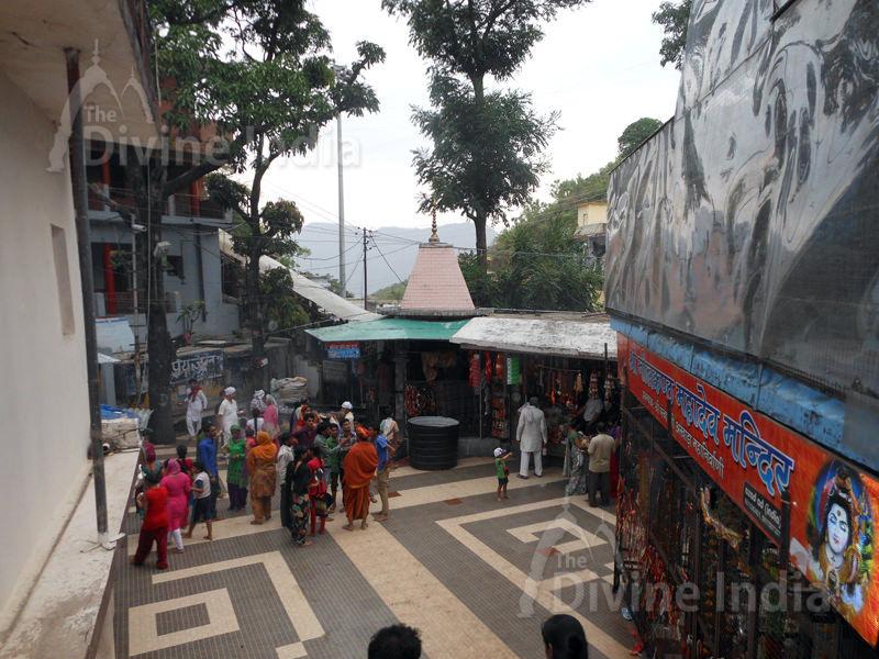 Panoramic view exit Gate at Neelkanth Mahadev Temple