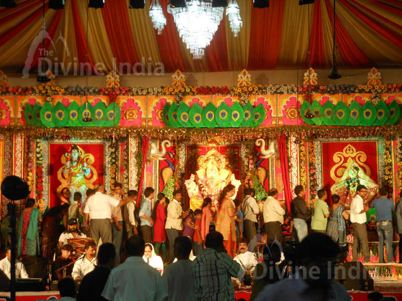 People Came to see Lord Ganesha