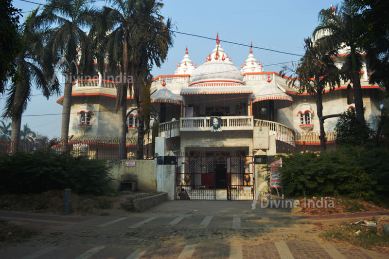 Shiva Shakti Temple at Kilokari Ring Road