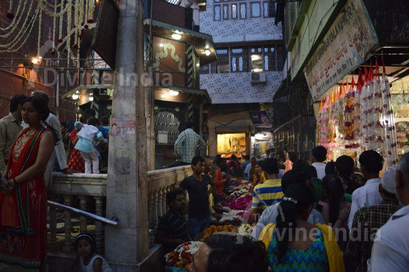 Shri Bankey Bihari Temple outside street