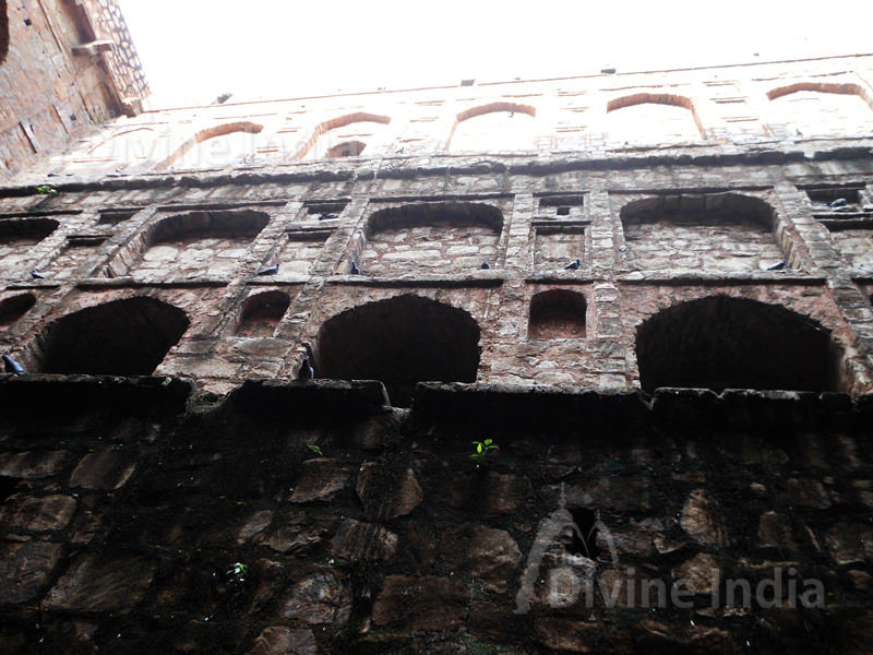 Side wall of Agrasen ki Baoli