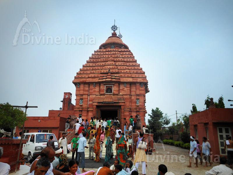 Sri Krishan Chetan Temple at Govardhan