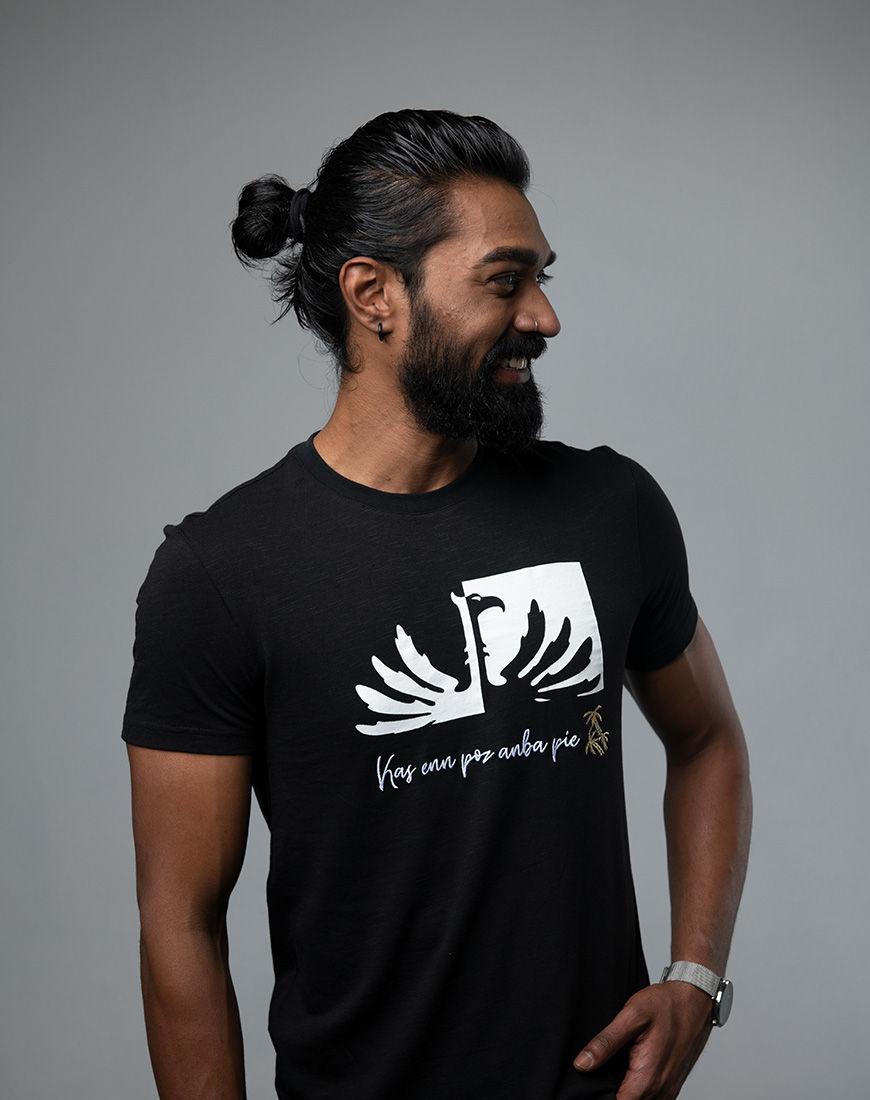 Kas enn poz anba pie - Men fashion t-shirt Mauritius side