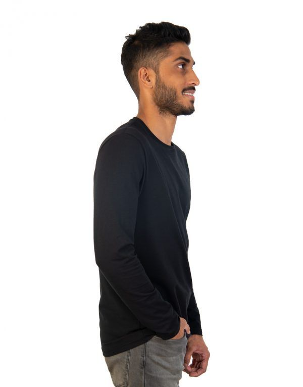 Men long black sleeve t-shirt side