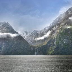 Milford Sound by Hong Huazheng