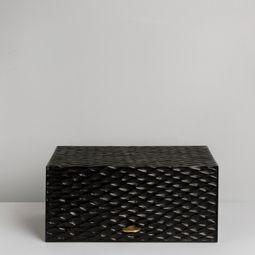 Oscura, The Cigar Box by Thomas Trad