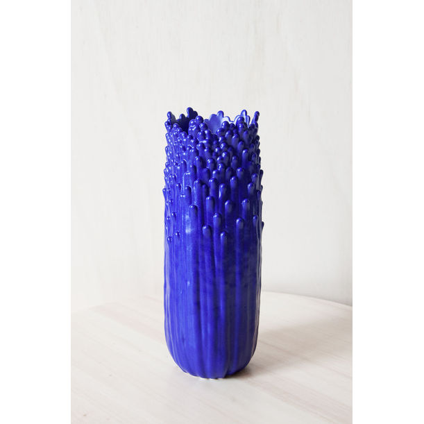 Blooming floral ascending vase S - electric blue by Cecile Bichon