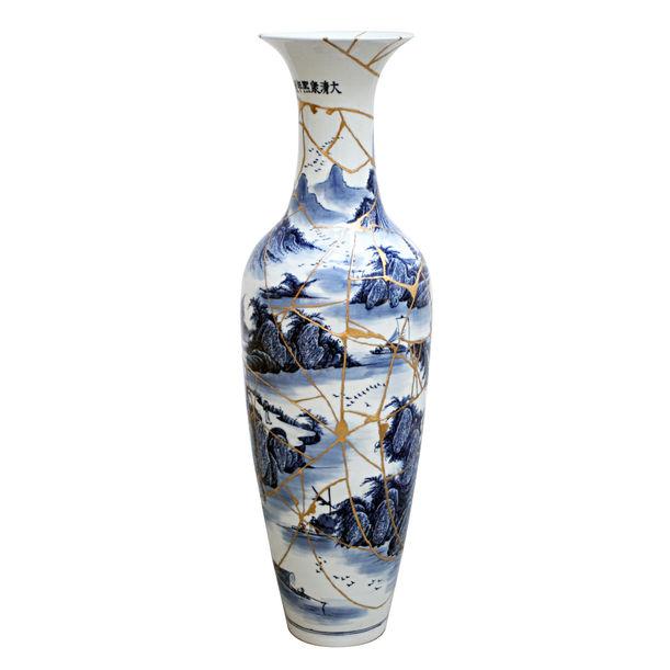 """Visualization of human """"hands"""" - crush/repair antique china vase - by Kairo Kusamoto"""