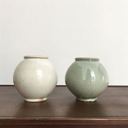 Moon Jar Set by Min Seung Ki