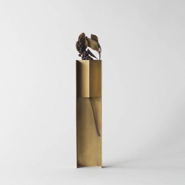 Wearing a Vase 04 by Norihiko Terayama