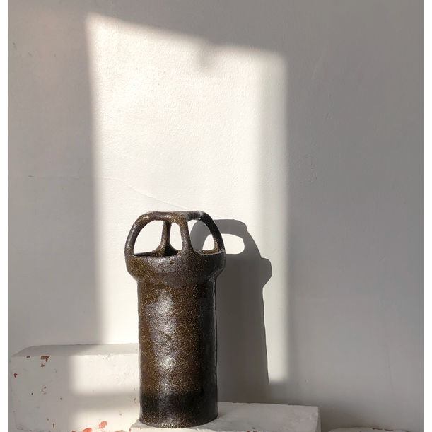 The black vase by Solenne Belloir