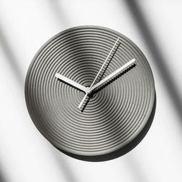 Concrete clock by Bentu Design