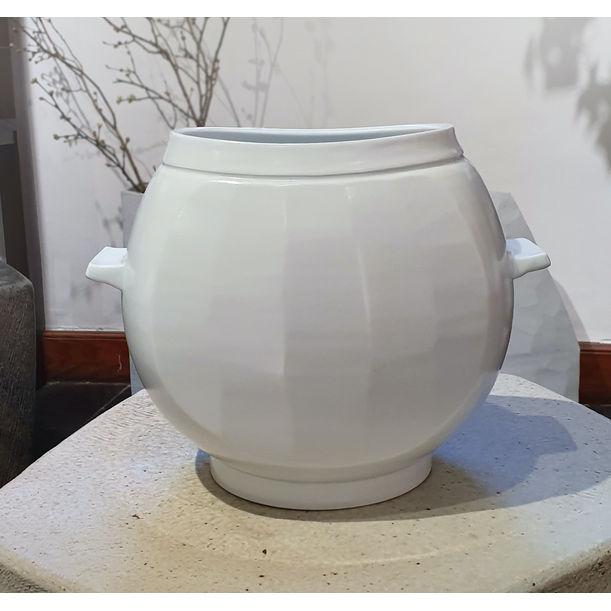 Water-Jar Shaped Form(L) by Yikyung Kim