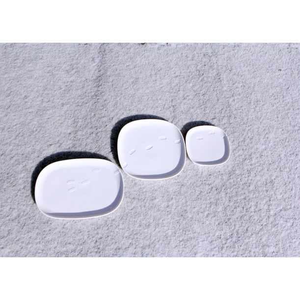 SNOW WALTZ round square plate by NAM ceramic works