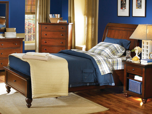 Picture of Cambridge Cherry Full Drawer Bed