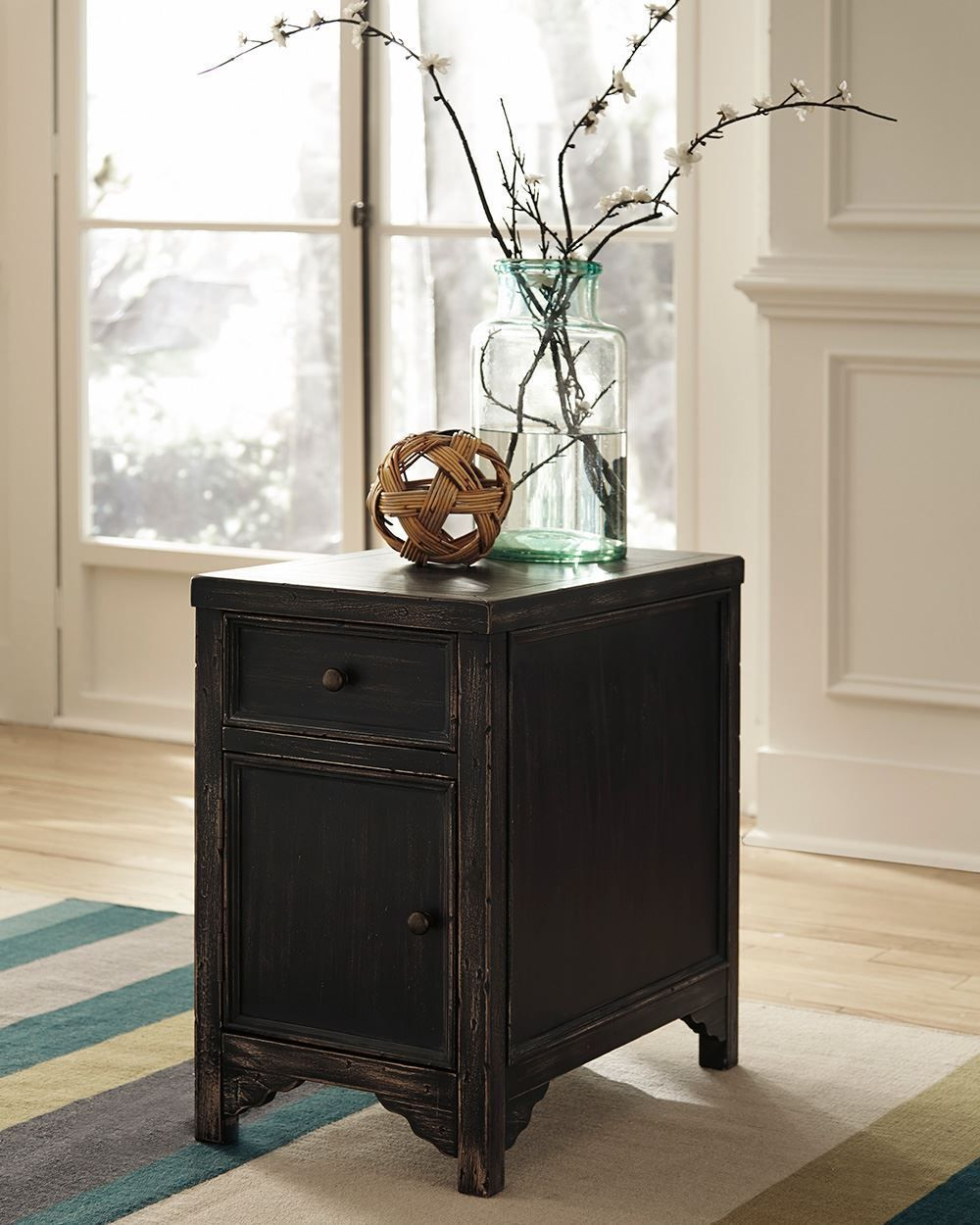 Picture of Gavelston Chair Side End Table