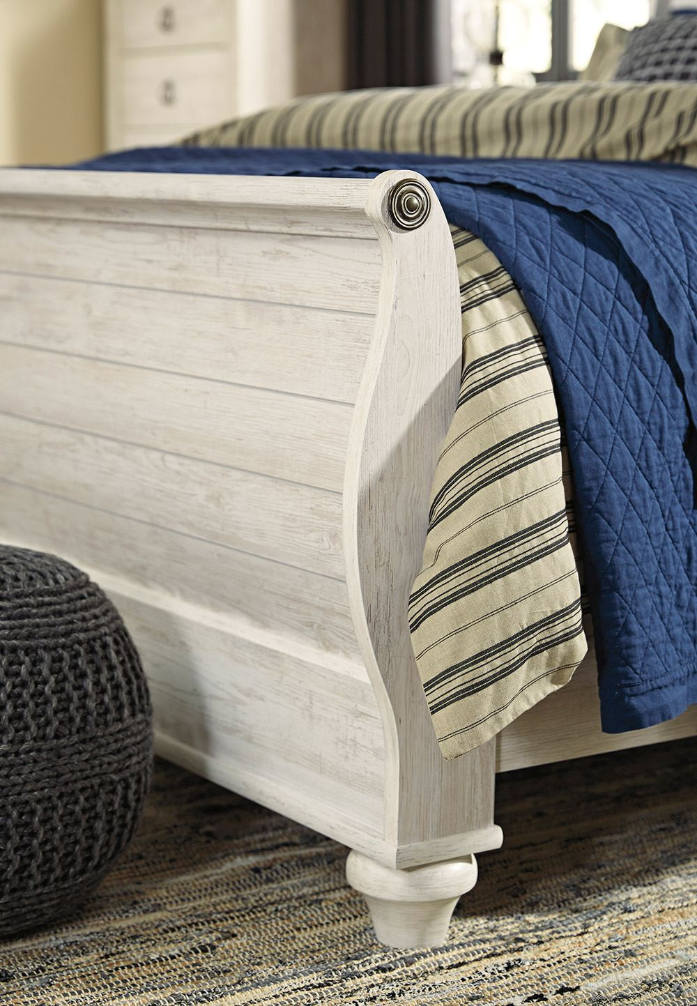 Picture of Willowton Queen Sleigh Bed Set