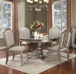 Regency Park Round Table and Four Chairs