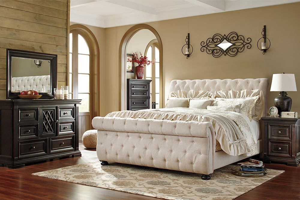 Picture of Willenburg Queen Upholstered Bed Set