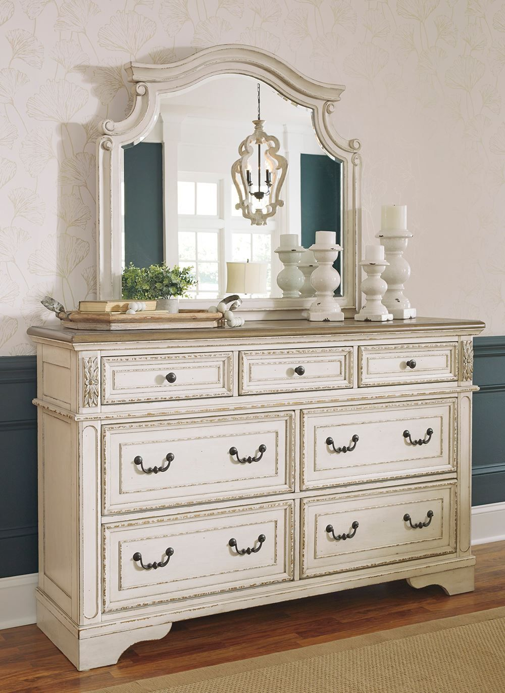 Picture of Realyn Dresser and Mirror Set