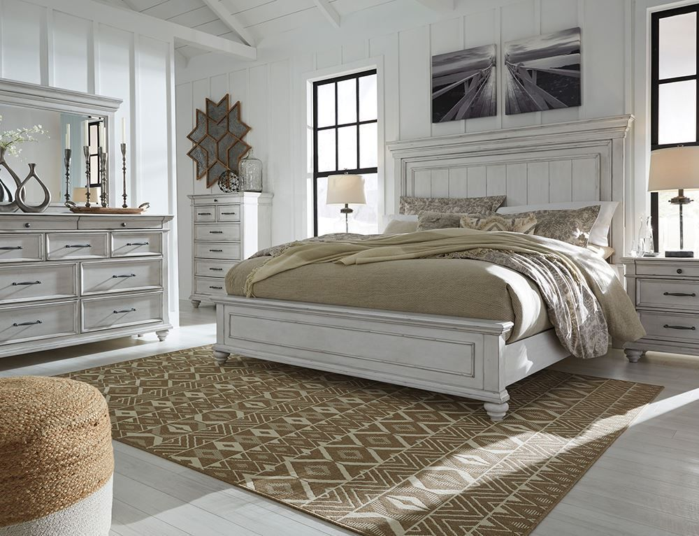Picture of Kanwyn King Panel Bed Set