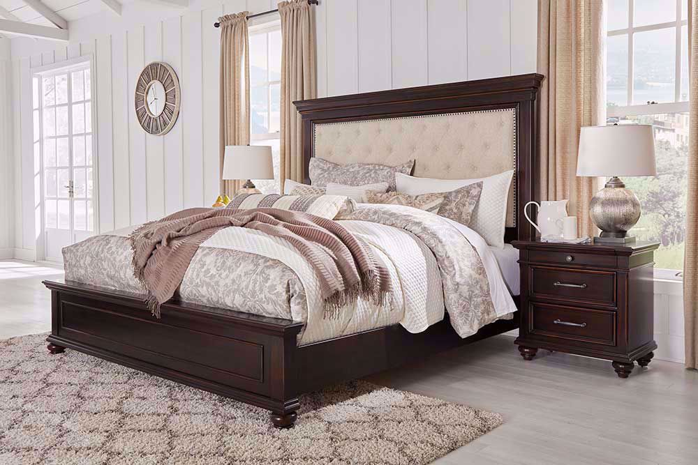 Picture of Brynhurst King Panel Bed Set