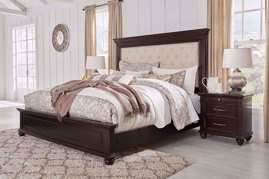 Picture of Brynhurst Queen Panel Bed Set