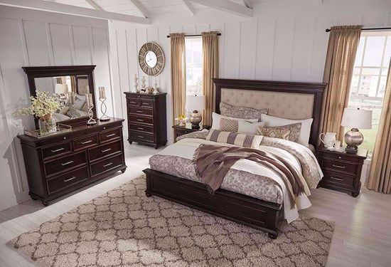 Picture of Brynhurst King Panel Bedroom Set