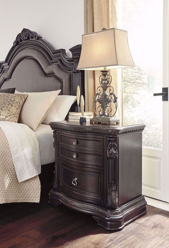Picture of Wellsbrook Nightstand