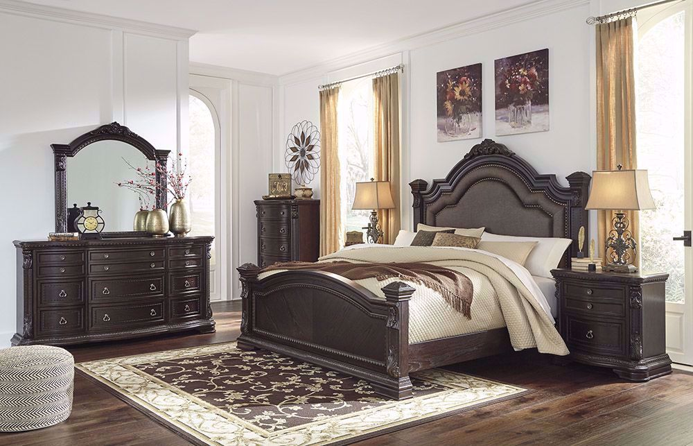 Picture of Wellsbrook Queen Poster Bed Set